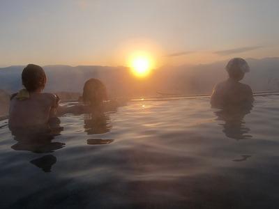 ほったらかし温泉 日帰り 温泉 あっちの湯 山梨 露天風呂 日の出