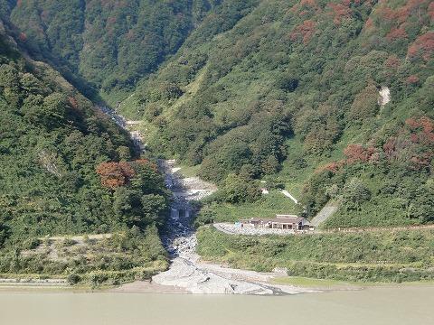 黒薙温泉 野天湯「川の湯」 富山 黒部渓谷鉄道 トロッコ 画像