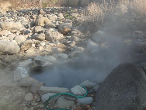 蟠渓温泉 オサル湯 北海道 混浴 露天風呂 無料 画像