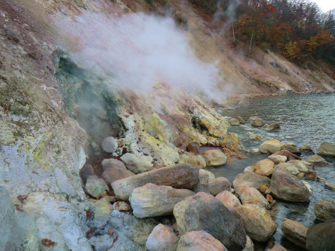 屈斜路湖畔 オヤコツ地獄温泉 北海道 混浴 露天風呂 無料 画像