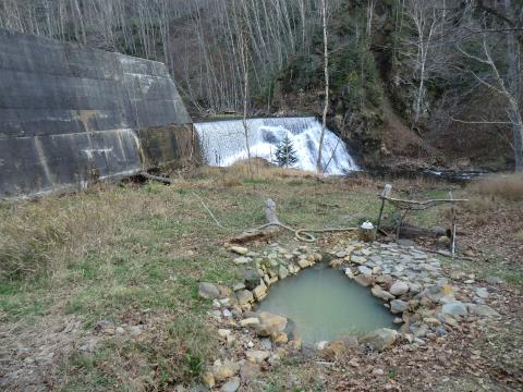 然別峡温泉「ダム下の湯」