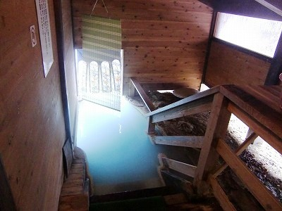 白骨温泉 泡の湯 長野 混浴 露天風呂 脱衣所への入口