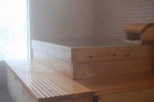 神韻の湯 屋内檜風呂