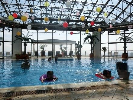 熱川温泉「ホテルカターラリゾート&スパ」のインドアプール