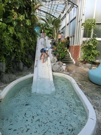 熱川温泉「ホテルカターラリゾート&スパ」のジャングルスパにはすべり台から滑って湯船に入っちゃおう