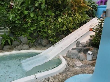 熱川温泉「ホテルカターラリゾート&スパ」のジャングルスパにはすべり台も