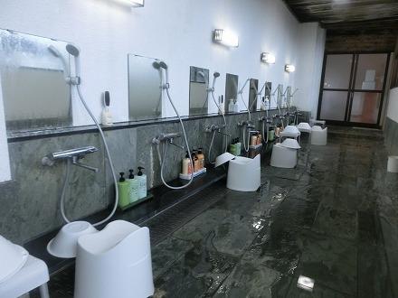 熱川温泉「ホテルカターラリゾート&スパ」の男女別内湯の洗い場