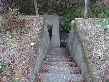 長湯温泉 ガニ湯へのアクセスは階段を下りて橋の下へ進みましょう