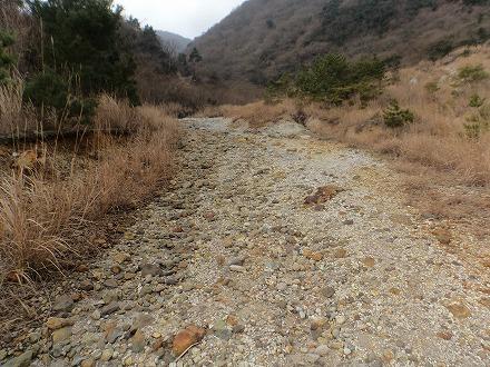 鍋山の湯への道