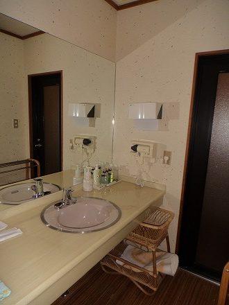 山中温泉「花つばき」の客室 洗面所