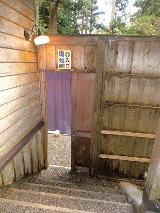 山中温泉「花つばき」の混浴露天風呂 湯畑への女性側出入口