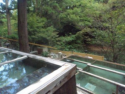 山中温泉「花つばき」の混浴露天風呂 湯畑の上段