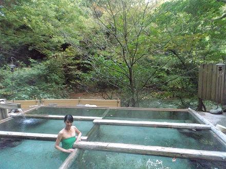 山中温泉「花つばき」の混浴露天風呂 湯畑にある立ち湯