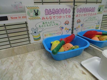 山中温泉「花つばき」の大浴場脱衣所には子供用無料貸し出しも
