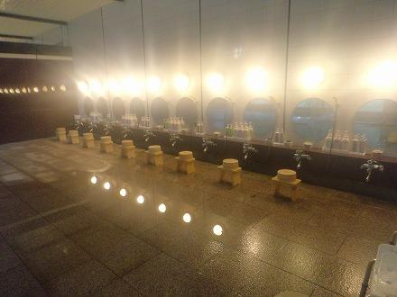 山中温泉「花つばき」の大浴場洗い場