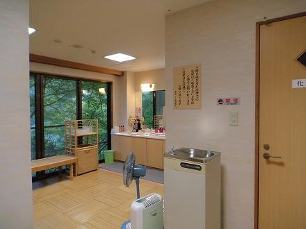 山中温泉「花つばき」の内湯付き男女別露天風呂 脱衣所