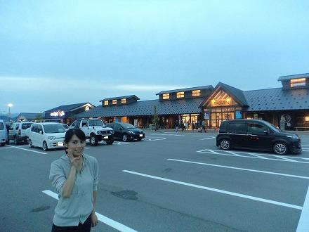 道の駅 氷見『氷見漁港場外市場「ひみ番屋街」には広い無料駐車場があります