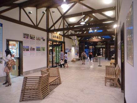 道の駅 氷見『氷見漁港場外市場「ひみ番屋街」の建物内