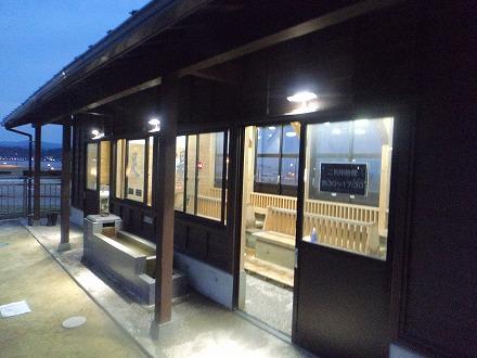 道の駅 氷見『氷見漁港場外市場「ひみ番屋街」の足湯出入口